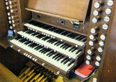 Oxfordshire-Dorchester-Dorch-Abbey-console-2[1]